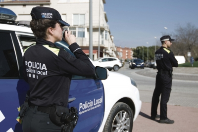 Agents de la Policia Local a la via pública